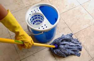 Проводите влажную уборку в комнате